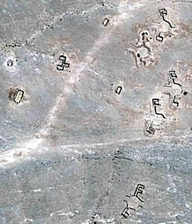 La conformazione di questi geoglifi ricorda vicino la simbologia dell'elettronica moderna, si potrebbero distinguere i simboli delle resistenze e a quelli delle induttanze e visto che questi simboli sonio accoppiati, intendere una sorta di trasformatore o induttore.