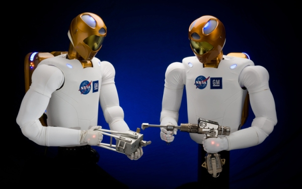 Fonte immagine: http://rumors.automobilemag.com/one-dextrous-robot-gms-robonaut-2-will-help-nasa-at-space-station-5394.html#axzz2WwxcUtfu