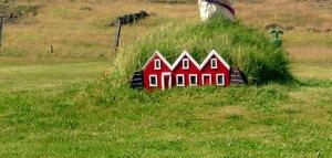 Fonte immagine: http://www.pbs.org/newshour/rundown/in-iceland-elves-arent-just-santas-little-helpers/