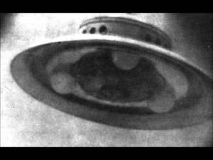 Fonte immagine: I dischi volanti sono atterrati – George Adamski