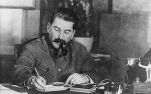 Fonte immagine: https://www.emaze.com/@AOIOOTZZ/Joseph-Stalin